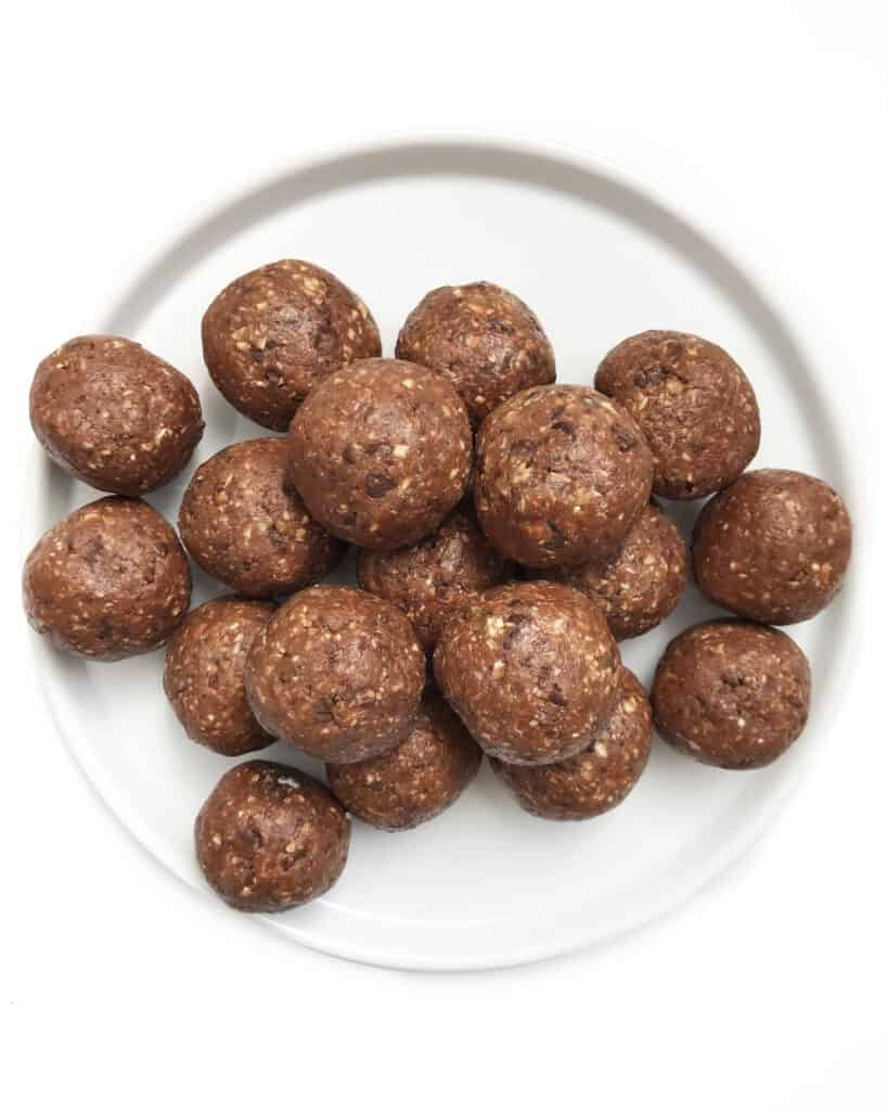 Healthy Oatmeal Balls with Chocolate Chips - Chef Whitney Aronoff | Starseed Kitchen